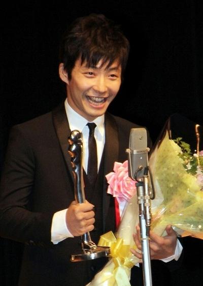 星野源/Gen Hoshino, Feb 02, 2014 : 「第35回ヨコハマ映画祭」表彰式 最優秀新人賞 星野源「地獄でなぜ悪い」「箱入り息子の恋」