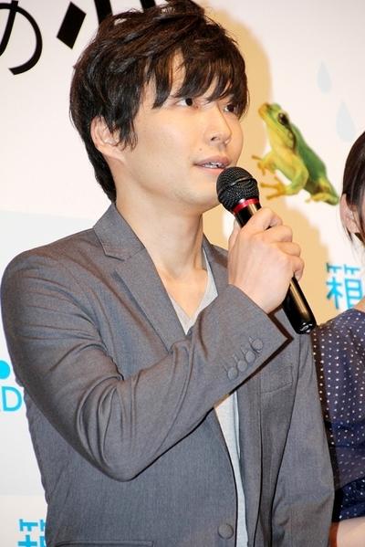 星野源/Gen Hoshinoo, May 23, 2013 : 映画「箱入り息子の恋」(市井昌秀監督)の完成披露舞台あいさつ