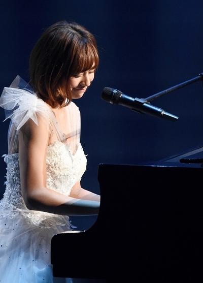 西内まりや/Mariya Nishiuchi, Dec 30, 2015 : 「第57回 輝く!日本レコード大賞」(日本作曲家協会など主催)の最終審査が30日、新国立劇場(東京都渋谷区)であり、TBS系で生放送された。