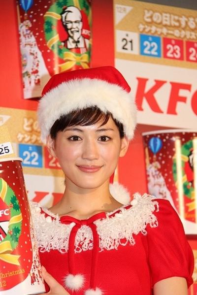 綾瀬はるか/Haruka Ayase, Oct 18, 2012 : 綾瀬はるか:理想のクリスマスは「のんびり」 サンタ姿でハンドベル披露=2012年10月18日撮影