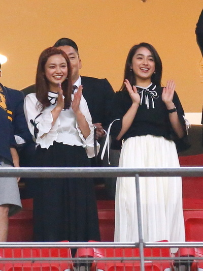 (L-R) 平愛梨/Airi Taira, 平祐奈/Yuna Taira, JUNE 3, 2016 - Football / Soccer : Kirin Cup Soccer 2016 Semi-final match between Japan 7-2 Bulgaria at Toyota Stadium in Aichi, Japan. (Photo by Sho Tamura/AFLO SPORT)