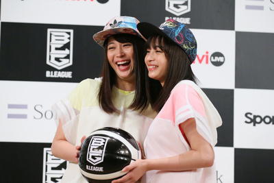 (L to R)  広瀬アリス/Alice Hirose,  広瀬すず/Suzu Hirose,  MAY 24, 2016 - Basketball :  B.LEAGUE Announced the opening day & Fixtures  in Tokyo, Japan.  (Photo by YUTAKA/AFLO SPORT)