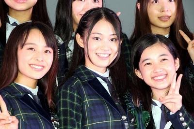 X21, Sep 24, 2014 : 雨の中ライブを決行したガールズユニット「X21」=2014年9月24日撮影 リーダーの吉本実憂さん