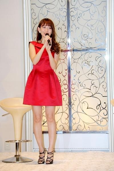 小嶋陽菜/Haruna Kojima(AKB48), May 21, 2015 : 「女祭り~小嶋陽菜と50人の『どうする?』女子~」に登場した小嶋陽菜さん=2015年5月21日撮影