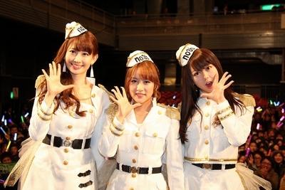 ノースリーブス/no3b, Jan 19, 2013 : 人気アイドルグループ「AKB48」の小島陽菜さん、高橋みなみさん、峯岸みなみさんのユニット 「ノースリーブス」の9枚目のシングル「キリギリス人」発売記念イベントが19日、東京都内で行われ、約1800人のファンが集まった。