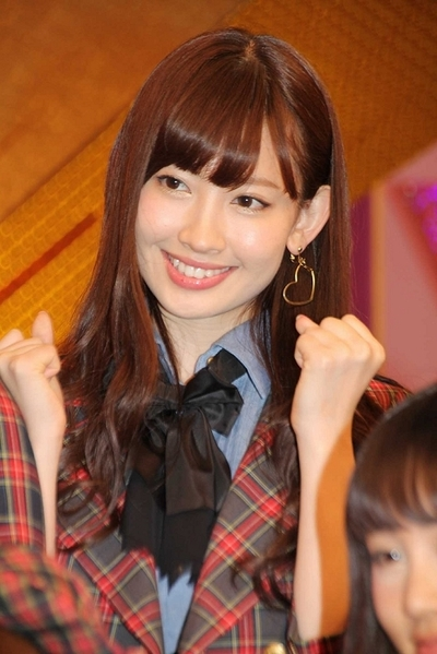 小嶋陽菜/Haruna Kojima(AKB48), Apr 10, 2012 : 東京・汐留の日本テレビにて、新番組「ガチガセ」の初収録前に会見。