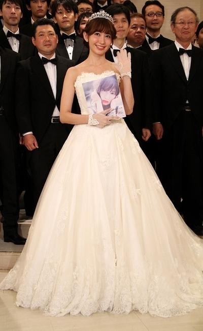 小嶋陽菜/Haruna Kojima(AKB48), May 18, 2015 : 男性限定イベント「男祭り『小嶋陽菜と50人の花婿たち』」でウエディングドレス姿を披露した「AKB48」の小嶋陽菜さん=2015年5月18日撮影