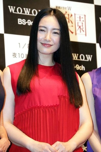 仲間由紀恵, Jan 06, 2017 : 東京都内で行われたWOWOWの「連続ドラマW 楽園」の舞台あいさつ