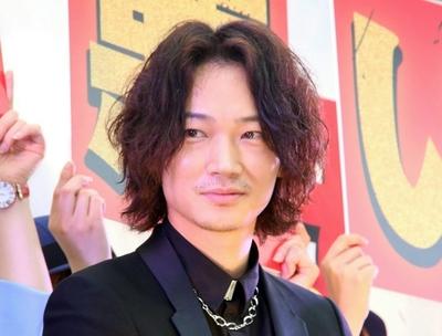 綾野剛, Jun 22, 2016 : 東京・新宿ステーションスクエアにて行われた映画「日本で一番悪い奴ら」の公開直前イベント