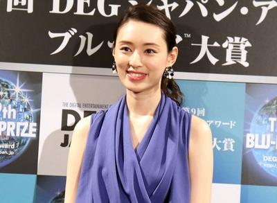 栗山千明, Feb 15, 2017 : 東京都内で行われた第9回「DEGジャパン・アワード/ブルーレイ大賞」の授賞式