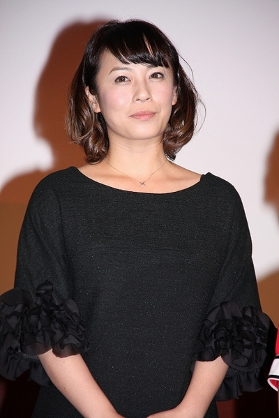 制作発表会見での佐藤仁美さん