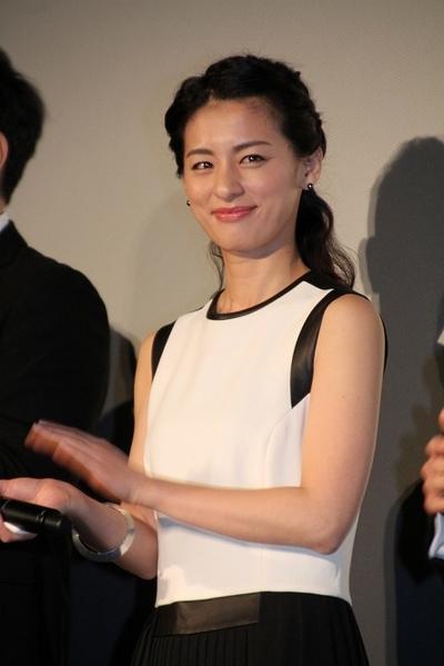 尾野真千子/Machiko Ono, Mar 12, 2016 : 都内で行われた映画『エヴェレスト 神々の山嶺』の初日舞台あいさつ