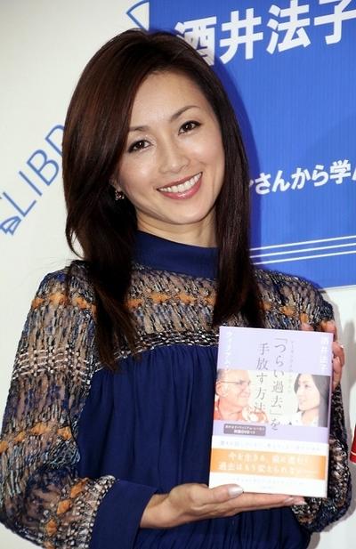 酒井法子/Noriko Sakai, Sep 18, 2013 : 「レーネンさんから学んだ『つらい過去』を手放す方法」のイベントに登場した酒井法子さん =2013年9月18日撮影