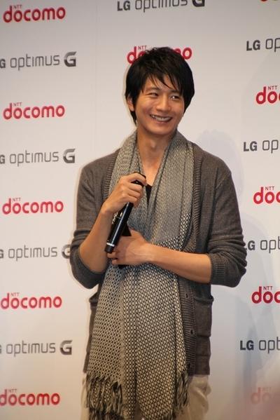 向井理/Osamu Mukai, Sep 18, 2012 : NTTドコモの新スマートフォン「Optimus G」の発表会で向井理さん=2012年9月18日撮影