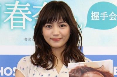 川口春奈, Mar 04, 2017 : 写真集「re:start」の発売記念握手会