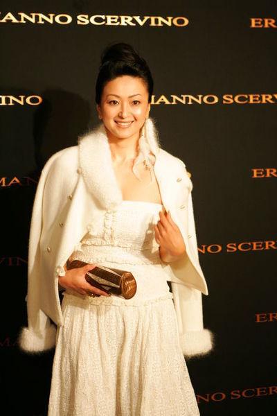 斎藤陽子/Saito Yoko, August 31, 2006 : Actress Saito Yoko arrives at the ERMANNO SCERVINO  Autumn/Winter Collection at EBISU GARDEN HALL in Tokyo, Japan. (Photo by AFLO) [1080]