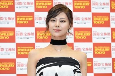 西内まりや, Jan 24, 2017 : 東京都内で行われた「第28回日本ジュエリーベストドレッサー賞」表彰式
