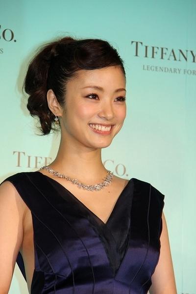 上戸彩/Aya Ueto, May 16, 2012 : 総額1億円のジュエリーを身につけ登場した上戸彩さん=2012年5月16日撮影