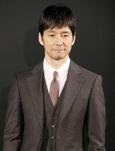 西島秀俊, Mar 22, 2017 : 東京都内で行われた「ジョルジオ・アルマーニ」広告ビジュアル発表会