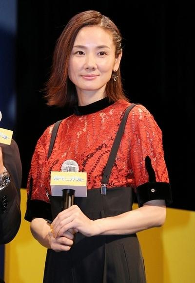 吉田羊, Aug 29, 2016 : 東京・イイノホールにて行われた映画「グッドモーニングショー」の完成披露試写会