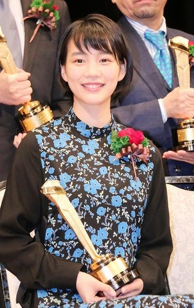 のん, Feb 05, 2017 : 東京・文京シビックホールにて行われた「第90回キネマ旬報ベスト・テン」表彰式