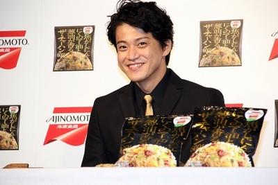 小栗旬/Shun Oguri, Sep 28, 2015 : 味の素冷凍食品「ザ・チャーハン」のCM発表会に登場した小栗旬さん