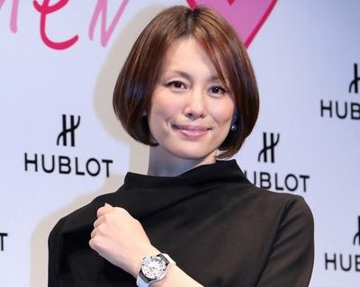 米倉涼子, Oct 27, 2016 : 東京都内で開催されたスイスの高級時計ブランド「ウブロ」が創設した今最も輝いている女性を表彰する「HUBLOT LOVES WOMAN AWARD」の第1回授賞式