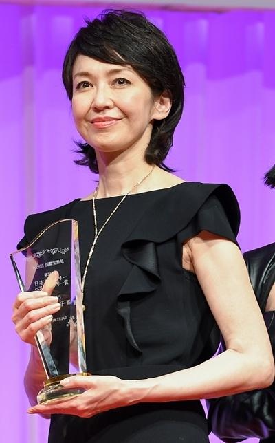 賀来千香子, Jan 24, 2017 : 東京都内で行われた「第28回日本ジュエリーベストドレッサー賞」表彰式