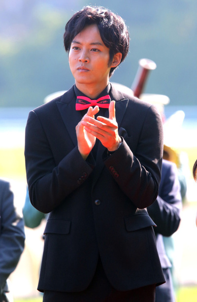 May 28, 2017, Tokyo, Japan - Japanese actor Tori Matsuzaka attends the awarding ceremony of the 84th Japanese Derby at the Tokyo Racecouse in Tokyo on Sunday, May 28, 2017. French jockey Christophe Lemaire riding Rey de Oro won the 2,400m race with a time of 2 minutes 26.9 seconds and got 228 million yen prize money.   (Photo by Yoshio Tsunoda/AFLO) LwX -ytd-