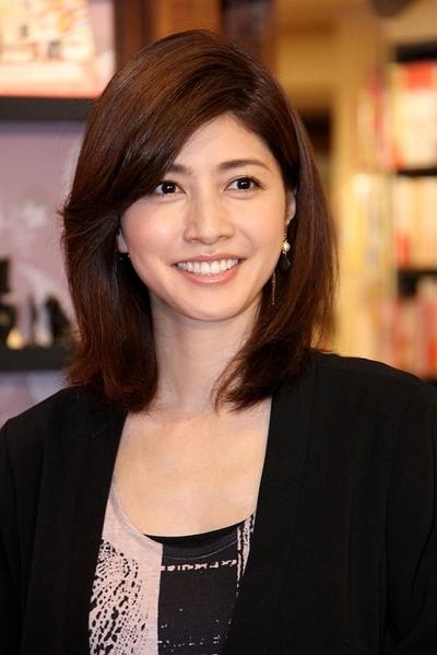 ニッコリ笑顔の内田有紀