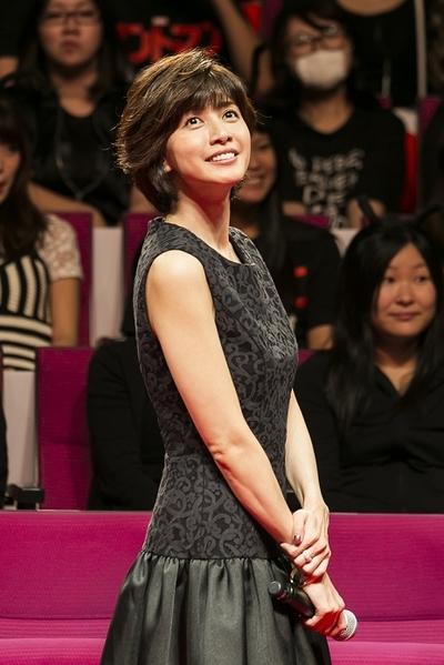 内田有紀 ミニスカート 人気のファッショントレンド