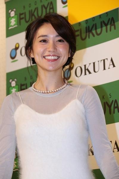大島優子, Dec 05, 2016 : 2017年カレンダー「YUKO OSHIMA×VOCE 2017 CALENDAR」出版記念握手会