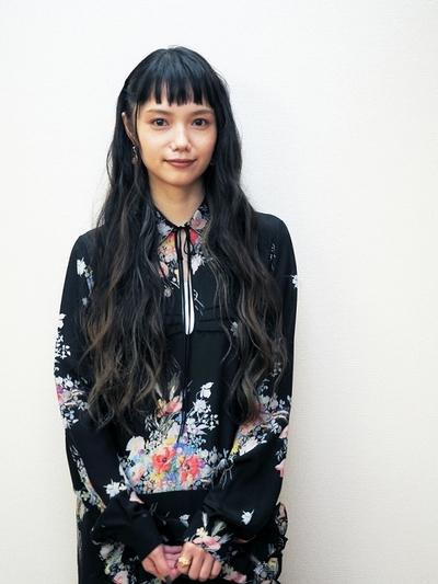 宮崎あおい, Oct 06, 2016 : 映画「バースデーカード」で初共演した橋本愛さんと宮崎あおいさん