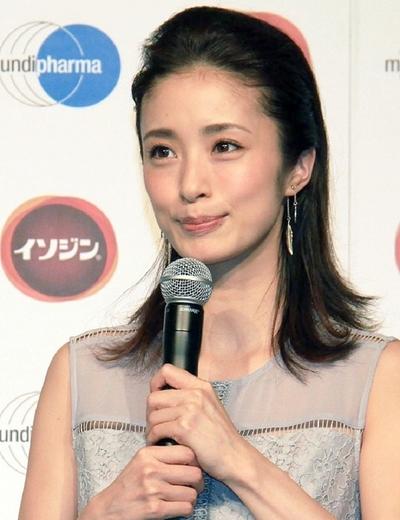 上戸彩, Sep 21, 2016 : 東京都内で行われたうがい薬「イソジン」の新商品PRイベント