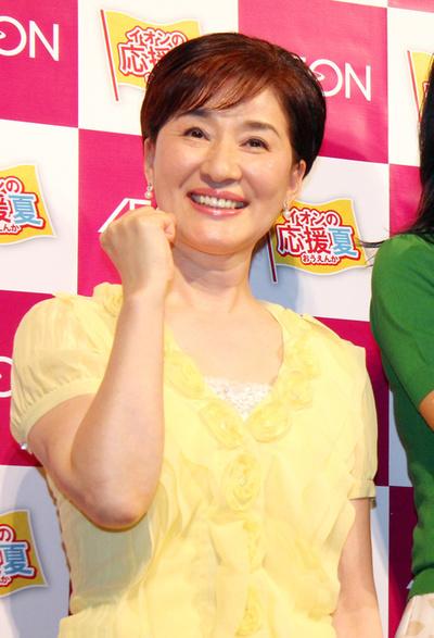 松居一代, May 23, 2011 : 写真説明:「イオンの応援夏」記者発表会に登場した松居一代さん=2011年5月23日撮影