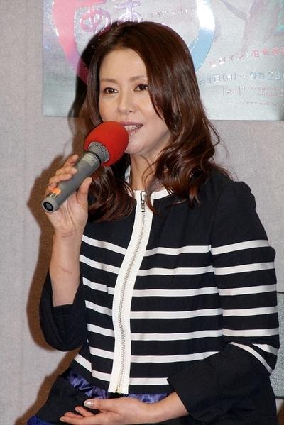 小泉今日子/Kyoko Koizumi, Mar 04, 2013 : NHK連続テレビ小説「あまちゃん」の完成試写会に登場した(左から)小泉今日子さん=2013年3月4日撮影