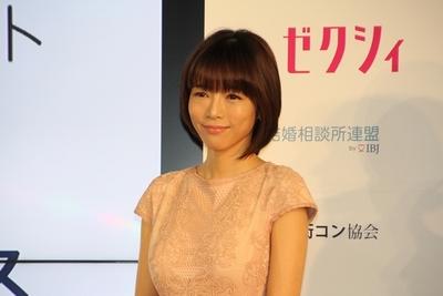 釈由美子/Yumiko Syaku, Nov 30, 2015 : 「結婚・婚活メディアカンファレンス」に登場した釈由美子さん=2015年11月30日撮影