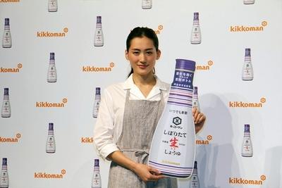 綾瀬はるか, Feb 21, 2017 : 東京都内で行われた「いつでも新鮮しぼりたて生しょうゆ」の新CM発表会
