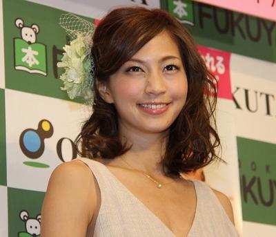 安田美沙子/Misako Yasuda, Apr 12, 2015 : 「『またあれ作って』と言われる幸せごはんレシピ」の出版記念イベントで新婚生活について語った安田美沙子さん=2015年4月12日撮影