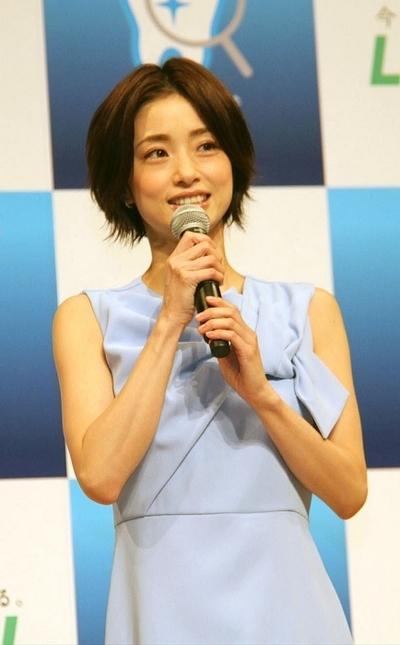 上戸彩, Jan 30, 2017 : 「予防歯科から生まれたクリニカ 新CM発表会」