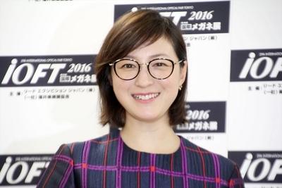 広末涼子, Oct 03, 2016 : 東京都内で行われた「第29回日本メガネベストドレッサー賞」表彰式