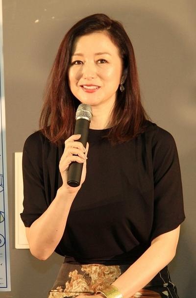 鈴木京香, Aug 09, 2016 : 東京都内で行われた舞台「家族の基礎 ~大道寺家の人々~」の製作発表会見