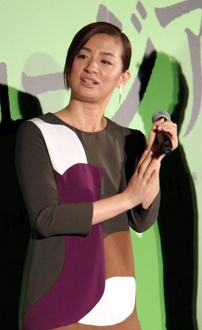 尾野真千子, Nov 12, 2016 : 東京・新宿ピカデリーにて行われた映画「ミュージアム」の初日舞台あいさつ