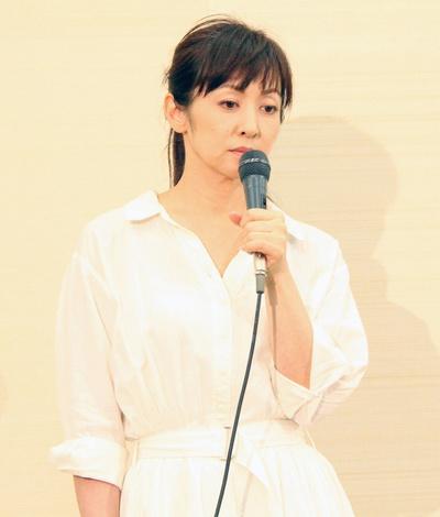 斉藤由貴, Aug 03, 2017 : 東京都内で開かれた会見に出席した斉藤由貴さん=2017年8月3日撮影