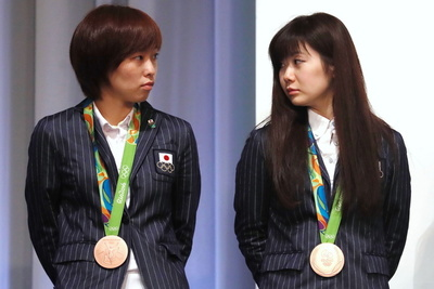 (L-R) 石川佳純/Kasumi Ishikawa, 福原愛/Ai Fukuhara (JPN),  AUGUST 24, 2016 :  Japan Delegation attend a press conference after arriving in Tokyo, Japan. Japan won the12 gold medals, 8 silver medals, and 21 bronze medals during the Rio 2016 Olympic Games. (Photo by Sho Tamura/AFLO SPORT)