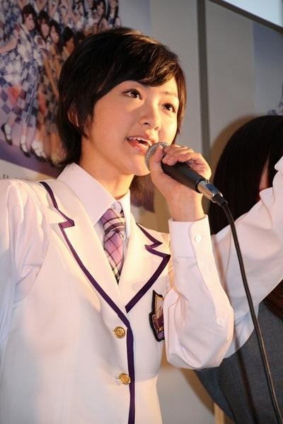 生駒里奈/Rina Ikoma(Nogizaka46), May 02, 2012 : 握手会を行った乃木坂46の生駒里奈さん=2012年5月2日撮影