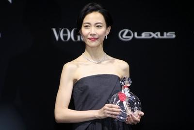 木村佳乃, Nov 24, 2016 : 東京都内で行われた「VOGUE JAPAN Women of the Year 2016」の授賞式
