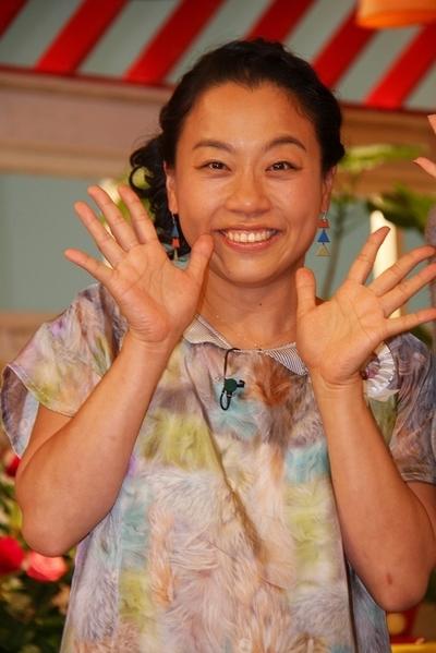 いとうあさこ/Asako Ito, Oct 05, 2014 : 「メレンゲの気持ち」でMCに初挑戦する三吉彩花さん(中央)と同番組MCの久本雅美さん(右)といとうあさこさん=2014年10月5日撮影