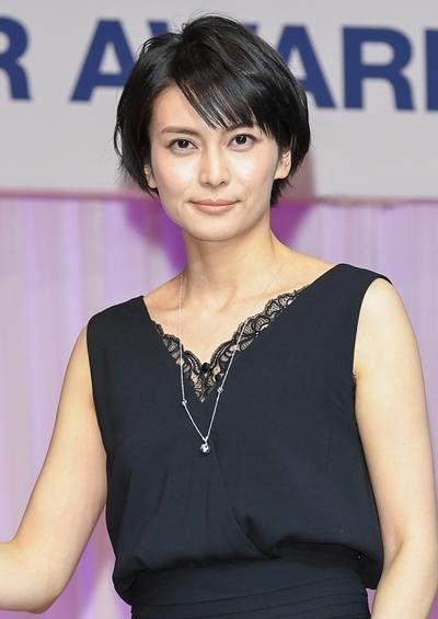 柴咲コウ, Jan 24, 2017 : 東京都内で行われた「第28回日本ジュエリーベストドレッサー賞」表彰式