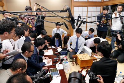 Sota Fujii (C) answers questions from the press during the shogi match against Seiya Kondo at the 30th Ryuuou Tournament on May 25, 2017, Tokyo, Japan. Fujii, the youngest professional shogi player in Japan, won the tournament group 6 which was broadcasted online through Japanese video streaming service Nico Nico Douga. (Photo by Rodrigo Reyes Marin/AFLO)